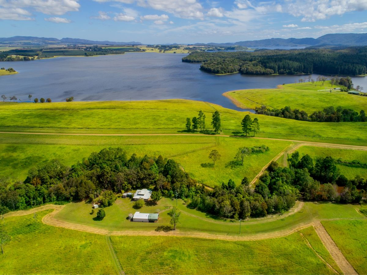 20 ACRES AT LAKE TINAROO
