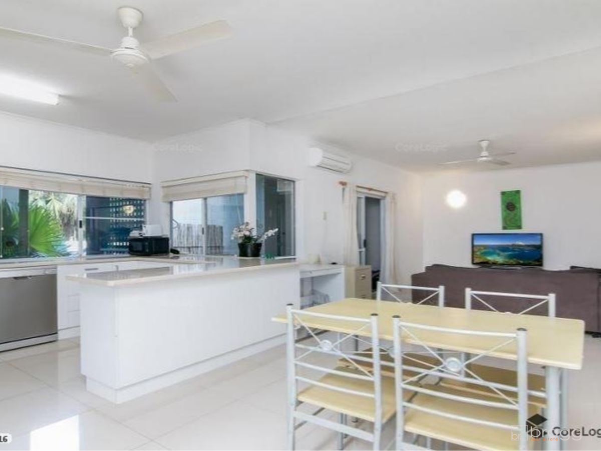 Modern 2 bed unit in the highly sought after Freshwater