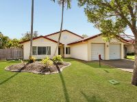 End Of A Close - Perfectly Maintained 4 Bedroom 2 Bathroom Home With A Pool!