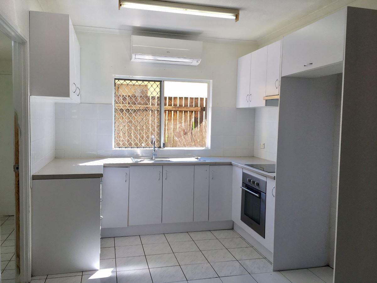Property Sale at 2/11-13 Short Street, REDLYNCH QLD, 4870