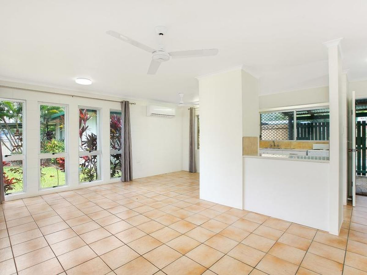 Freestanding 2 bedroom duplex with shared pool !