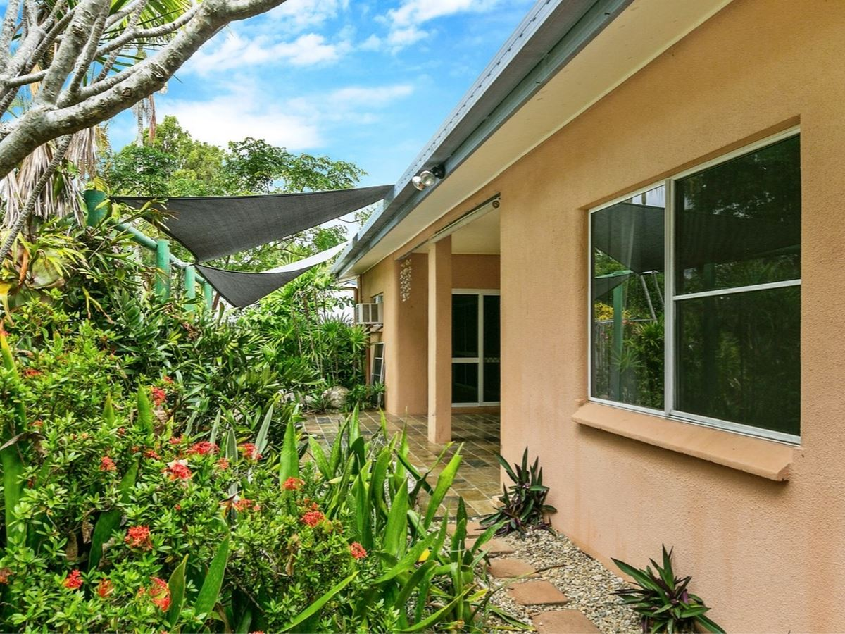 Lifestyle opportunity: walk to the beach and cafes.