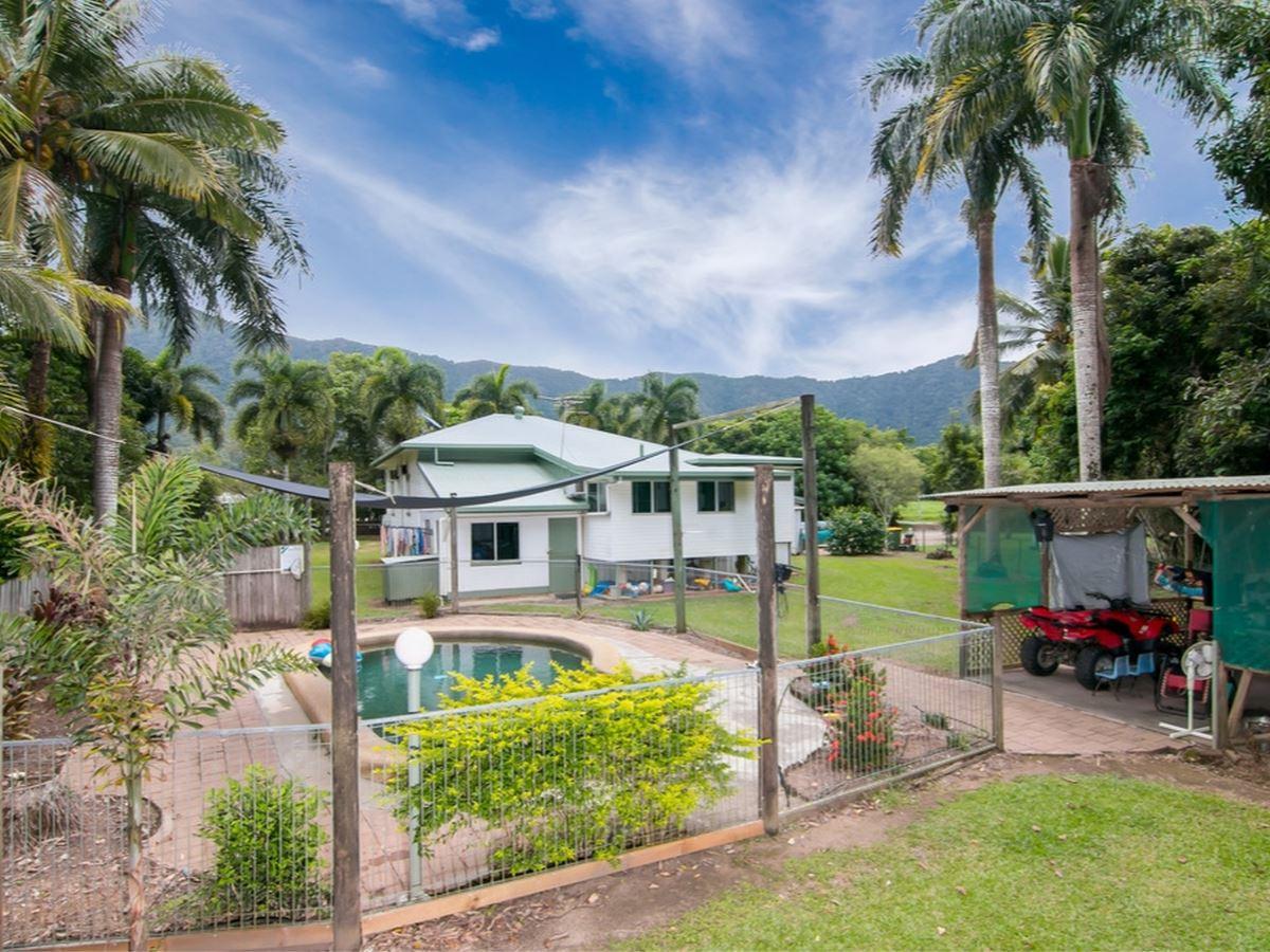 WOW 7,023m2 block with original 4 bedroom Lowset Queenslander