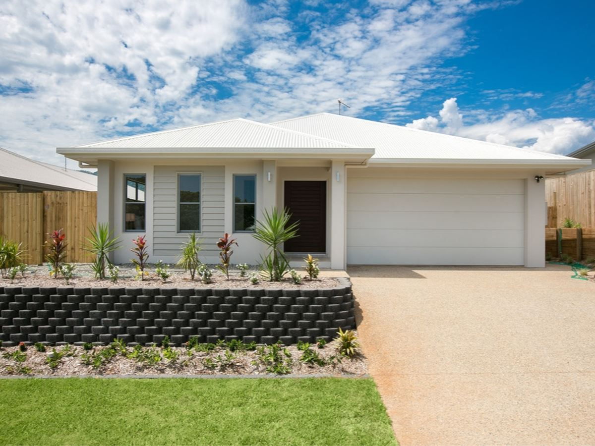 Brand new stylish home in Springbrook Estate.
