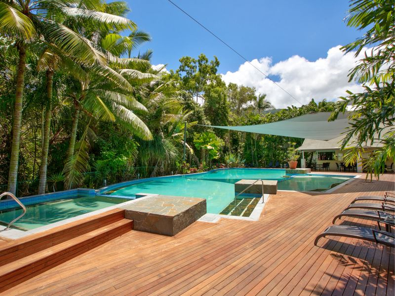 Located 150m from the Palm Cove beach.