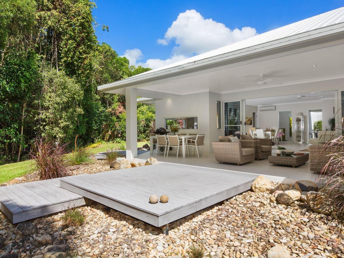 Sensational contemporary tropical design