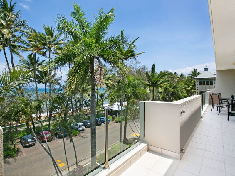 Absolute waterfront views. Palm Cove.