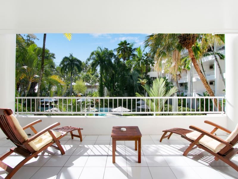Tropical Palm Cove beach front apartment