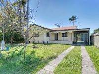 """CHARMING LOW SET QUEENSLANDER """"Priced to sell"""""""