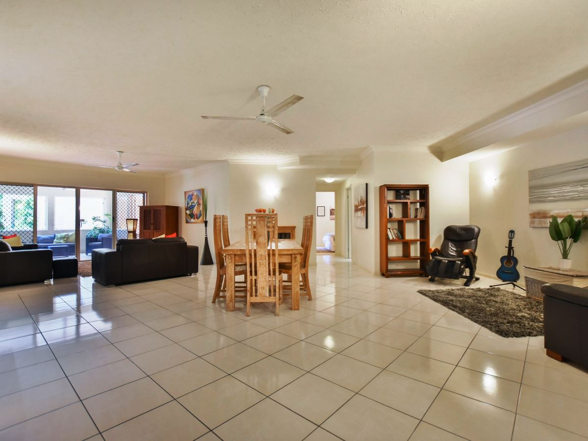 2 Greenslopes Street Cairns North QLD 4870